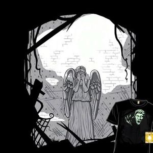 Dr who weeping Angel glow in the dark tee